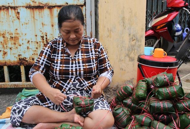 Phú Yên: Hơn 500 người dân gói bánh chưng tặng đồng bào vùng lũ - 7