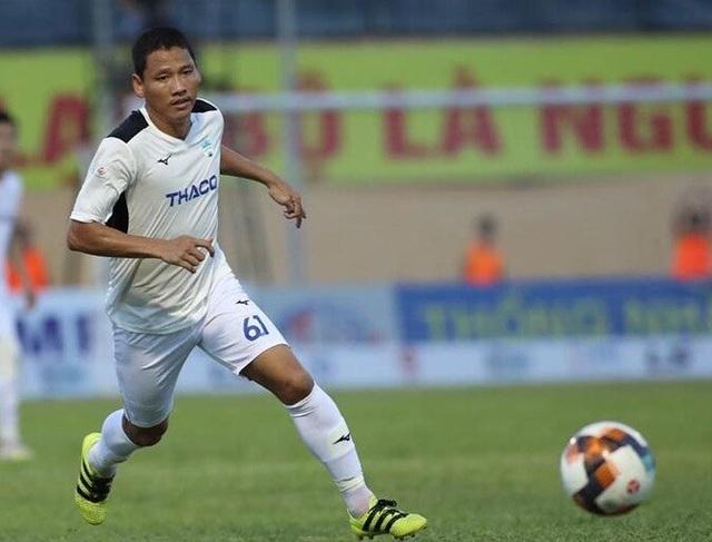 Những ngôi sao bóng đá Việt Nam chung tay ủng hộ miền Trung - 1