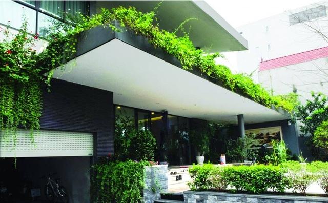 Biệt thự ở Hà Nội mát rượi quanh năm nhờ vườn cây phủ kín mặt tiền - 2