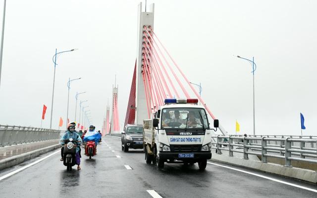 Thông xe cầu nghìn tỷ nối đôi bờ Trà Khúc - 2