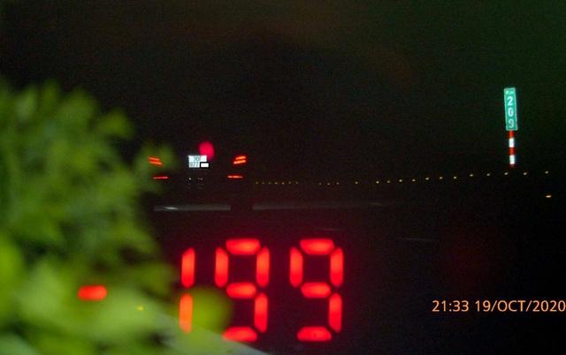 Xe Mercedes phóng gần 200 km/h trên cao tốc Pháp Vân - Cầu Giẽ - 1
