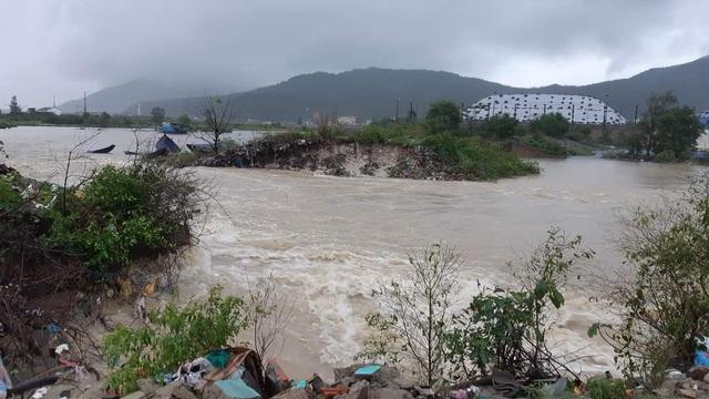 Hà Tĩnh: Mưa lũ khiến 4 người tử vong, nhiều tuyến đường nứt toác - 11