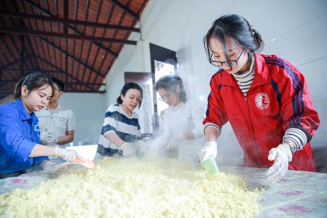 Gói 10.000 bánh chưng chay gửi vào miền Trung - 4