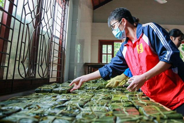 Gói 10.000 bánh chưng chay gửi vào miền Trung - 8