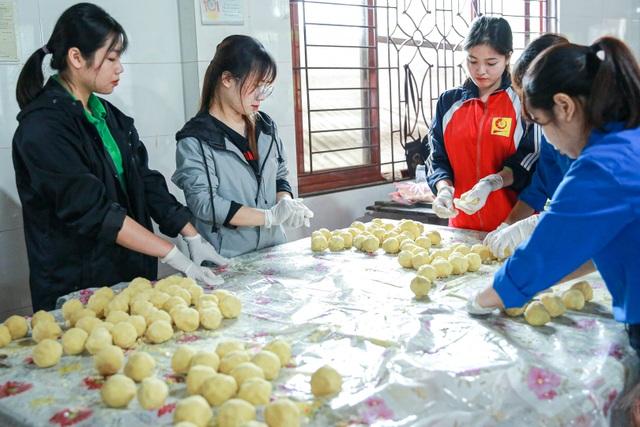 Gói 10.000 bánh chưng chay gửi vào miền Trung - 5