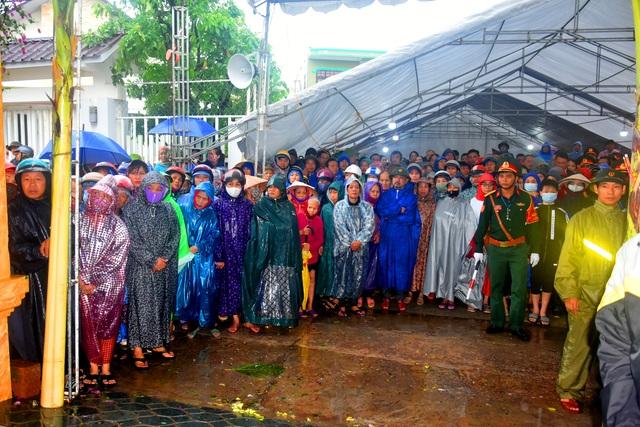 Đoàn người lặng lẽ dưới mưa, tiễn đưa Thiếu tướng Nguyễn Văn Man về đất mẹ - 1