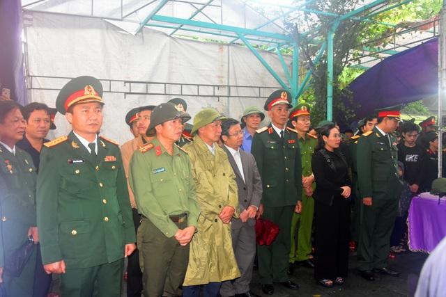 Đoàn người lặng lẽ dưới mưa, tiễn đưa Thiếu tướng Nguyễn Văn Man về đất mẹ - 3