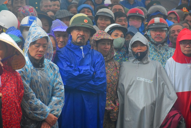 Đoàn người lặng lẽ dưới mưa, tiễn đưa Thiếu tướng Nguyễn Văn Man về đất mẹ - 2