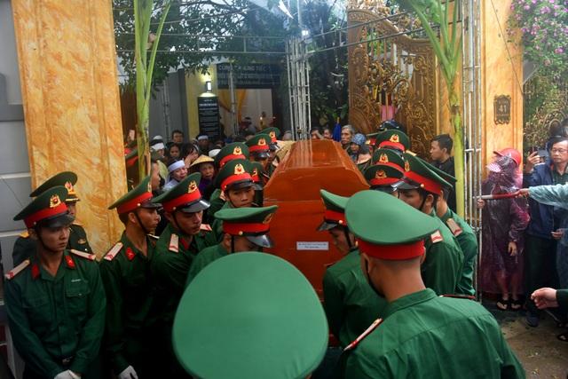 Đoàn người lặng lẽ dưới mưa, tiễn đưa Thiếu tướng Nguyễn Văn Man về đất mẹ - 7