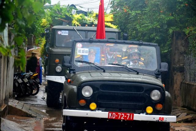Đoàn người lặng lẽ dưới mưa, tiễn đưa Thiếu tướng Nguyễn Văn Man về đất mẹ - 8