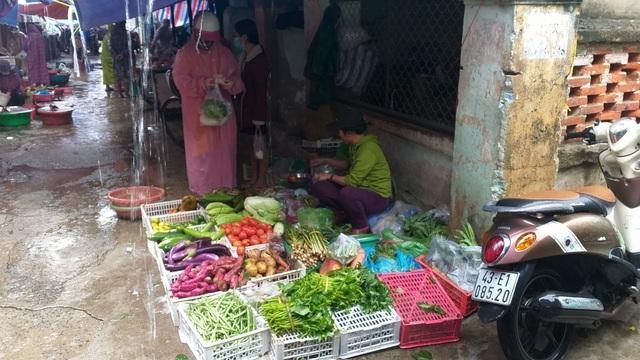 Mưa lũ kéo dài, rau xanh tại Đà Nẵng có nơi tăng 3-4 lần so với ngày thường - 4