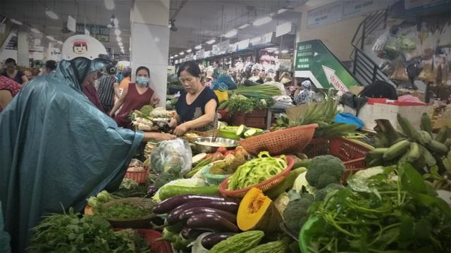 Mưa lũ kéo dài, rau xanh tại Đà Nẵng có nơi tăng 3-4 lần so với ngày thường - 3