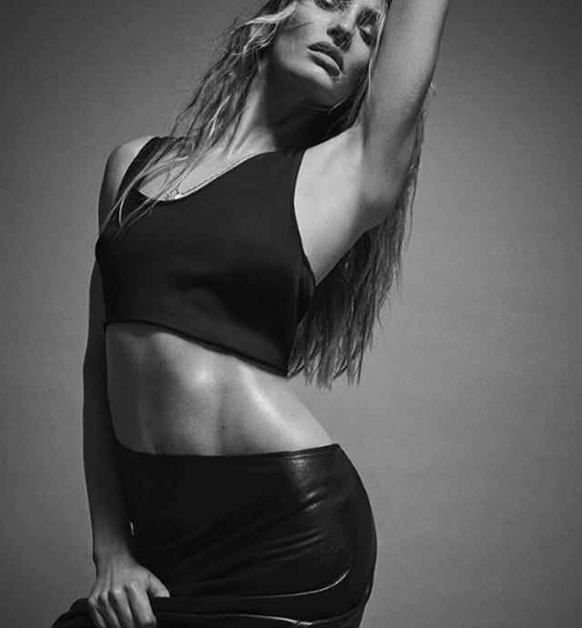 Ngưỡng mộ eo thon của siêu mẫu hai con Candice Swanepoel - 9