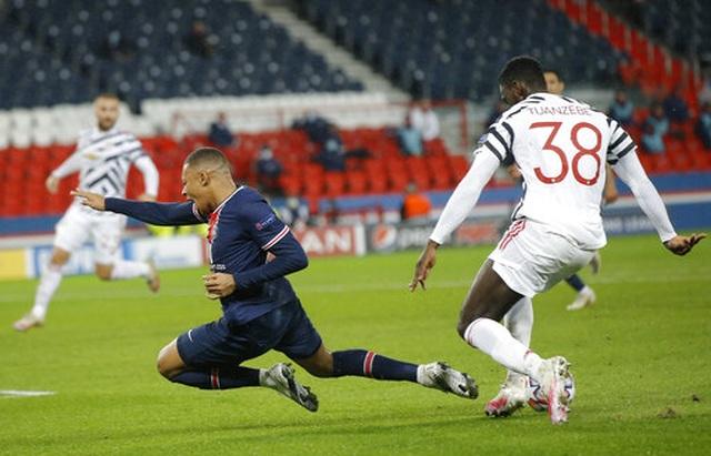 Fernandes, Rashford lập công, Man Utd lại thắng trên sân PSG - 4