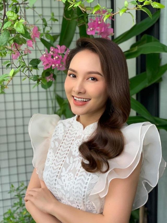 """Sao Việt khoe ảnh đẹp cùng mẹ, """"khoe quà"""" ngày Phụ nữ Việt Nam - 14"""