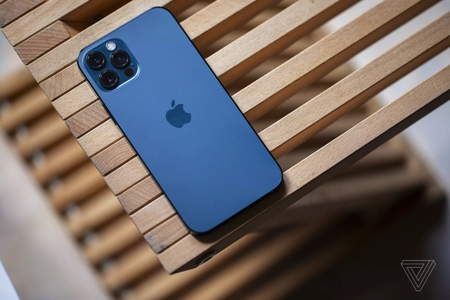 Cận cảnh iPhone 12 và 12 Pro: Thiết kế kết hợp giữa iPhone 11 và iPhone 5 - 10