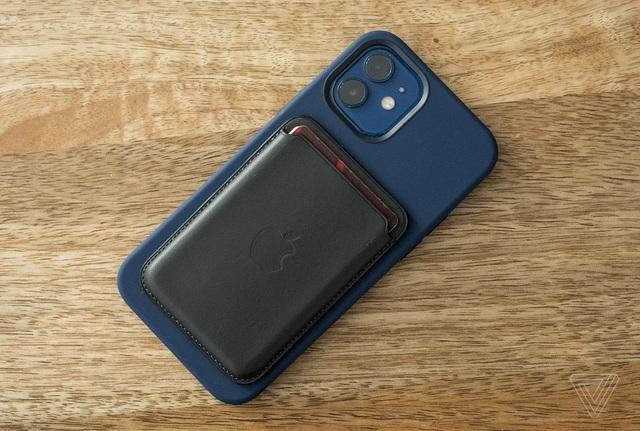 Cận cảnh iPhone 12 và 12 Pro: Thiết kế kết hợp giữa iPhone 11 và iPhone 5 - 14