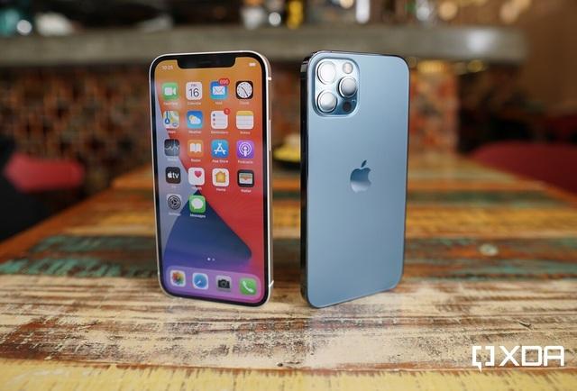 Cận cảnh iPhone 12 và 12 Pro: Thiết kế kết hợp giữa iPhone 11 và iPhone 5 - 2