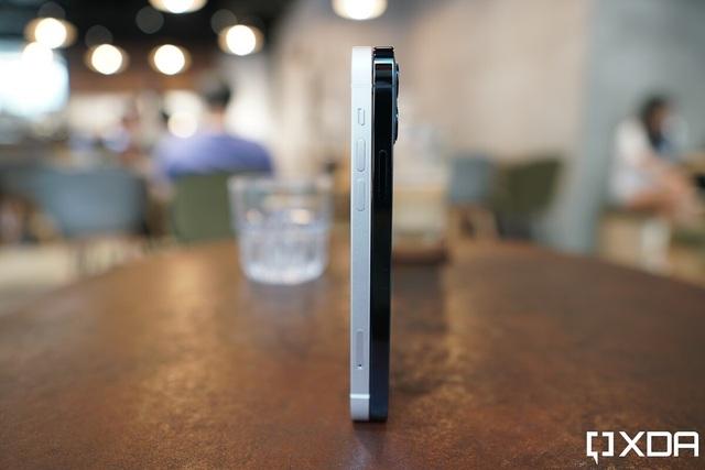 Cận cảnh iPhone 12 và 12 Pro: Thiết kế kết hợp giữa iPhone 11 và iPhone 5 - 3
