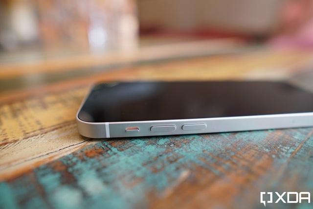 Cận cảnh iPhone 12 và 12 Pro: Thiết kế kết hợp giữa iPhone 11 và iPhone 5 - 5