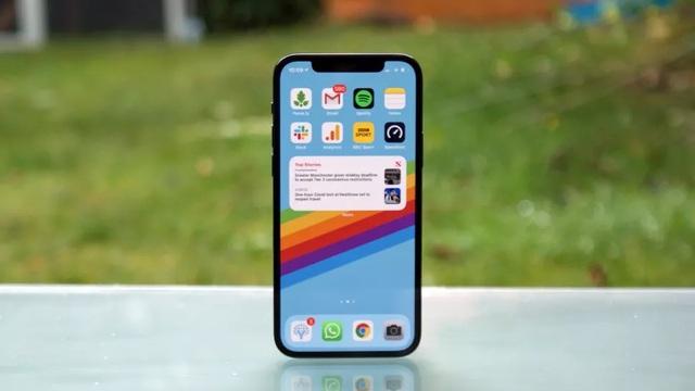 Cận cảnh iPhone 12 và 12 Pro: Thiết kế kết hợp giữa iPhone 11 và iPhone 5 - 6