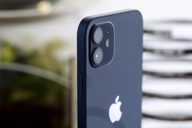 Cận cảnh iPhone 12 và 12 Pro: Thiết kế kết hợp giữa iPhone 11 và iPhone 5 - 7