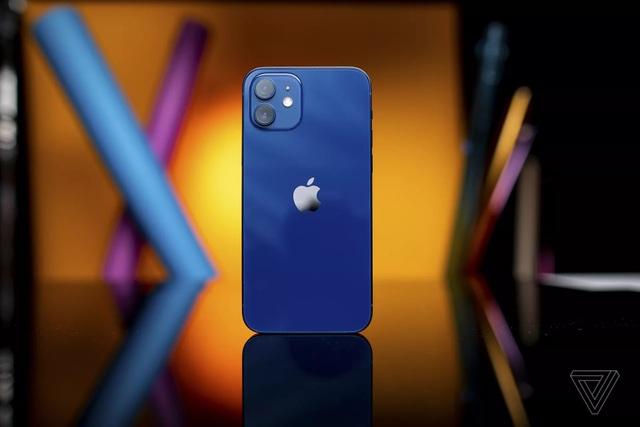 Cận cảnh iPhone 12 và 12 Pro: Thiết kế kết hợp giữa iPhone 11 và iPhone 5 - 9