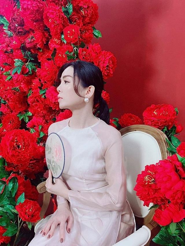 """Sao Việt khoe ảnh đẹp cùng mẹ, """"khoe quà"""" ngày Phụ nữ Việt Nam - 13"""