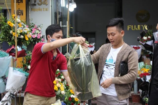 Làm sao để không lãng phí những bó hoa tươi sau mỗi dịp lễ? - 3