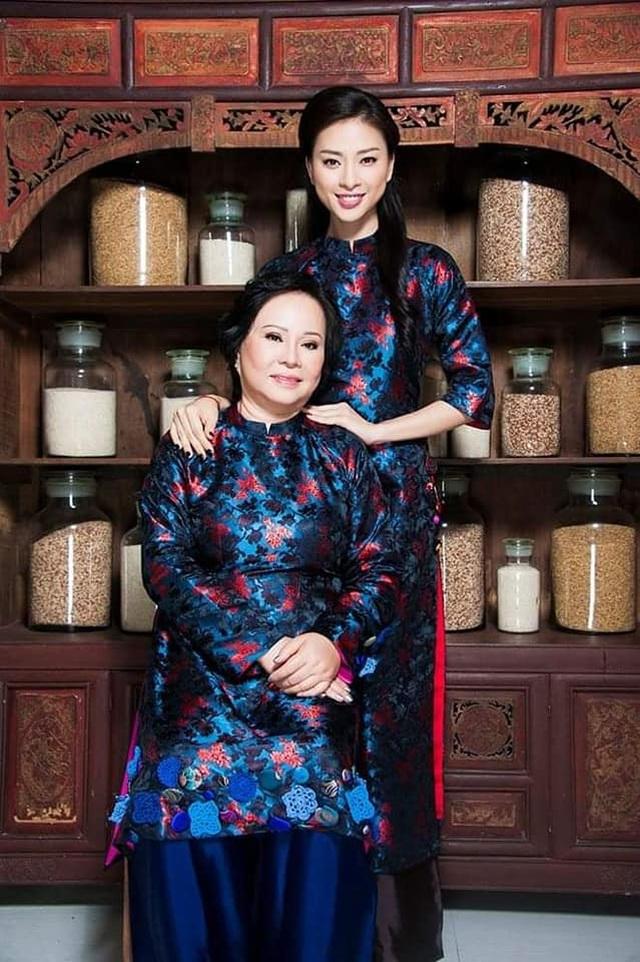 """Sao Việt khoe ảnh đẹp cùng mẹ, """"khoe quà"""" ngày Phụ nữ Việt Nam - 2"""