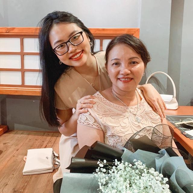 """Sao Việt khoe ảnh đẹp cùng mẹ, """"khoe quà"""" ngày Phụ nữ Việt Nam - 6"""