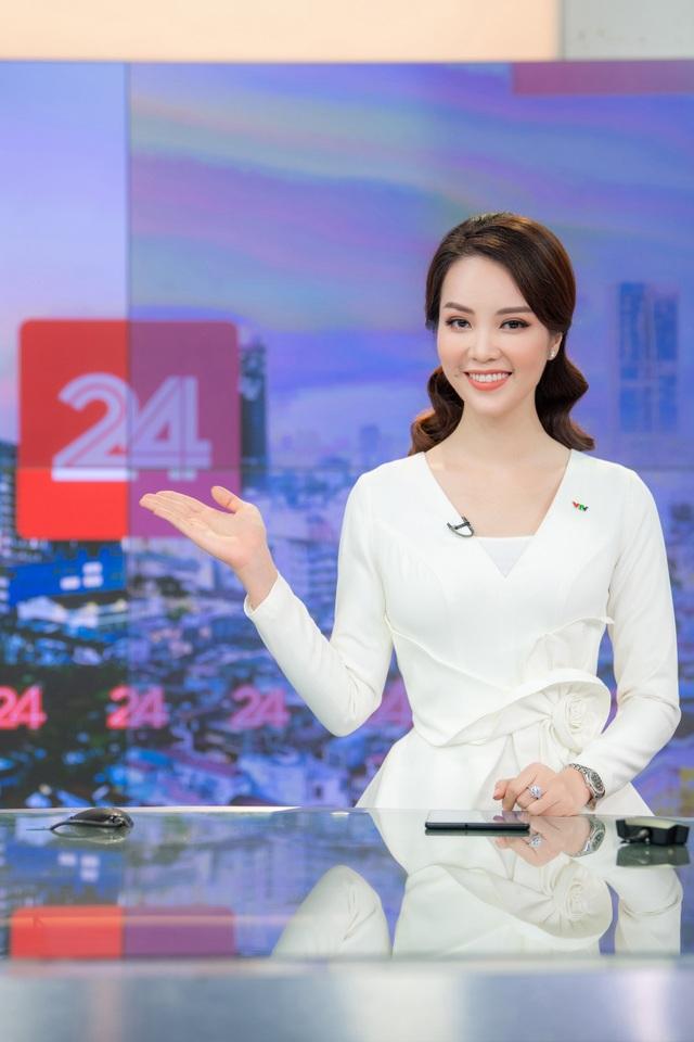 Á hậu Thụy Vân lên sóng đập tan tin đồn nghỉ việc ở VTV - 1