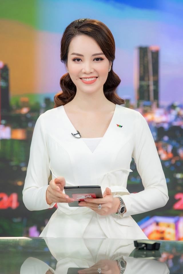 Á hậu Thụy Vân lên sóng đập tan tin đồn nghỉ việc ở VTV - 3