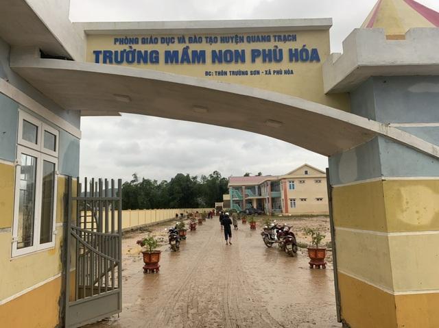 Quảng Bình: Lũ rút, trường học ngổn ngang, bùn đất phủ dày - 3