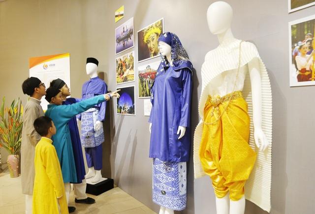 Triển lãm Trang phục truyền thống các nước ASEAN 2020 - 4
