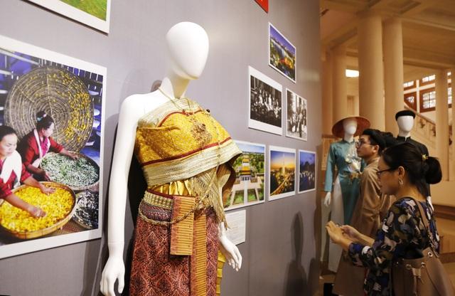Triển lãm Trang phục truyền thống các nước ASEAN 2020 - 3