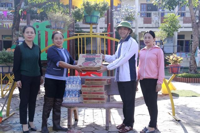 Hà Tĩnh: Giáo viên bì bõm lội nước cứu sách vở của học trò - 22