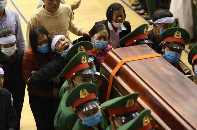 Tiễn đưa 22 liệt sĩ Đoàn 337 về yên nghỉ tại quê nhà - 1