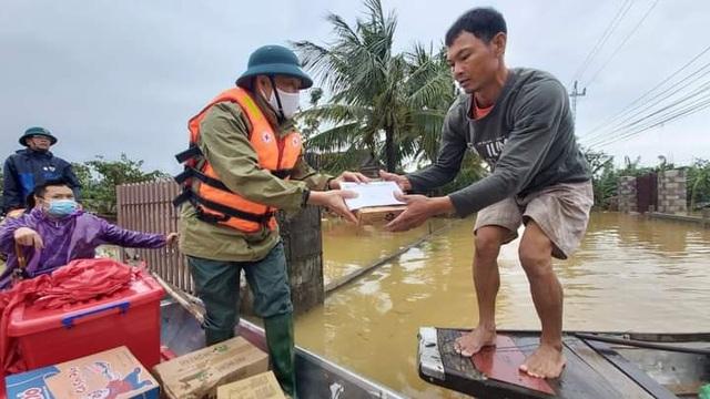 Hàng trăm đoàn thiện nguyện hướng về Quảng Bình, cứu trợ người dân vùng lũ - 9