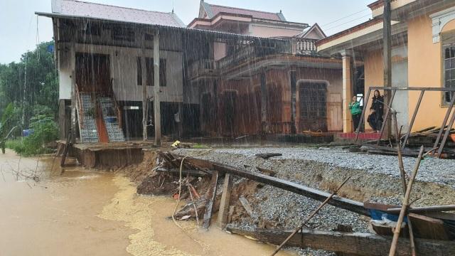 Núi xuất hiện đường nứt lớn, Quảng Bình di dời khẩn cấp 20 hộ dân - 3
