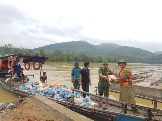 Hàng trăm đoàn thiện nguyện hướng về Quảng Bình, cứu trợ người dân vùng lũ - 5