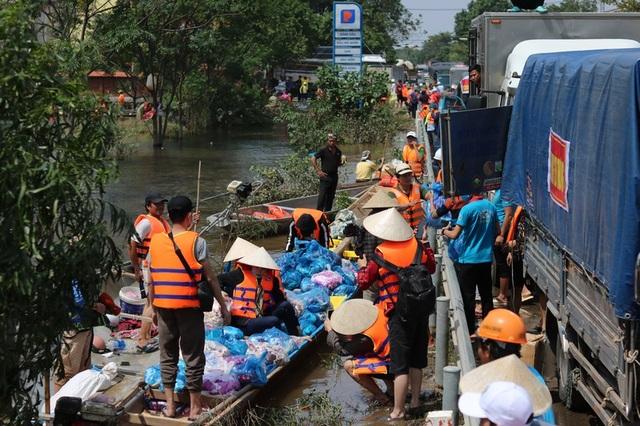 Hàng trăm đoàn thiện nguyện hướng về Quảng Bình, cứu trợ người dân vùng lũ - 1