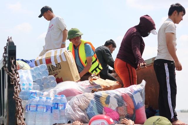 Hàng trăm đoàn thiện nguyện hướng về Quảng Bình, cứu trợ người dân vùng lũ - 8