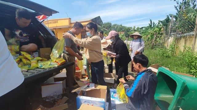 Hàng trăm đoàn thiện nguyện hướng về Quảng Bình, cứu trợ người dân vùng lũ - 7