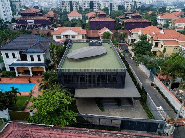 """Biệt thự hơn 1.000 m2 chứa cả bộ sưu tập siêu xe """"khủng"""" ở Sài Gòn - 1"""