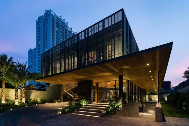 """Biệt thự hơn 1.000 m2 chứa cả bộ sưu tập siêu xe """"khủng"""" ở Sài Gòn - 2"""