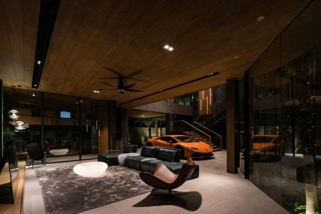"""Biệt thự hơn 1.000 m2 chứa cả bộ sưu tập siêu xe """"khủng"""" ở Sài Gòn - 5"""
