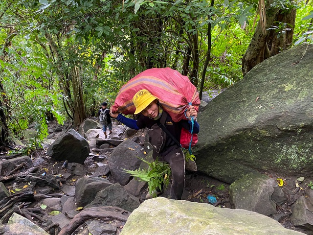 Mountain climbing journey combined with scavenging on Ba Den mountain, the highest in the Southeast - 7