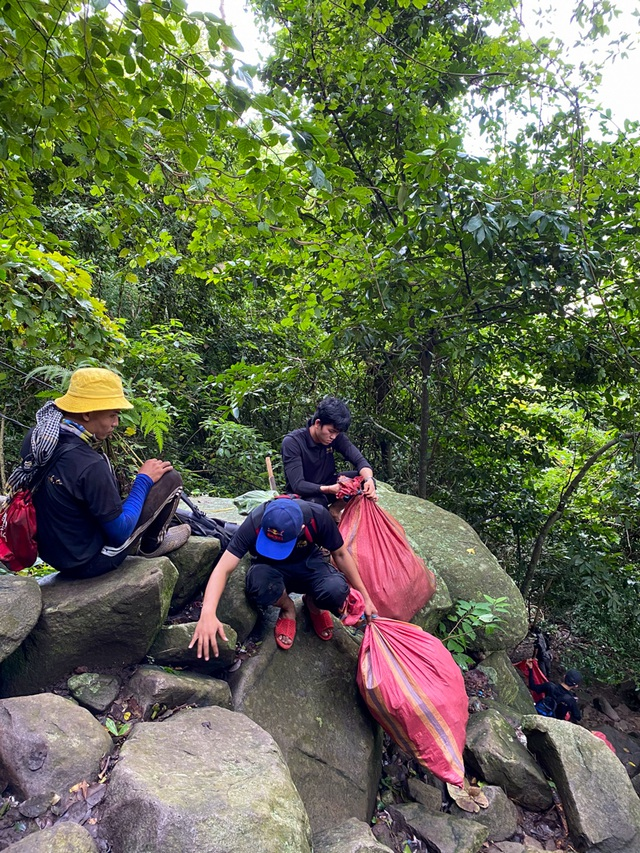 Mountain climbing journey combined with scavenging on Ba Den mountain, the highest in the Southeast - 4