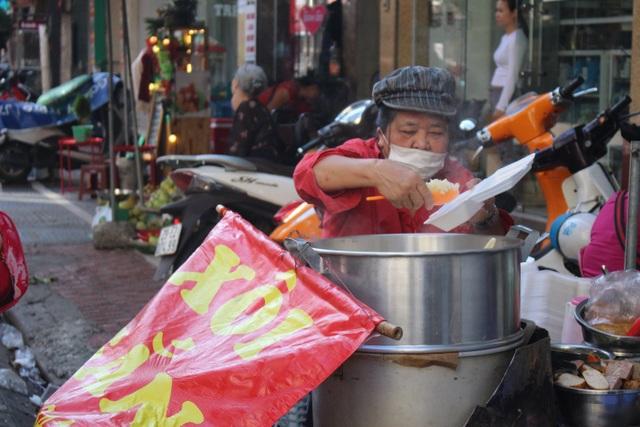 """Kỳ lạ món ăn độn nhà nghèo thời bao cấp, thành đặc sản """"xếp hàng"""" ở Hà Nội - 4"""